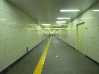 メトロプロムナードの一本道の通路