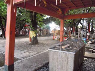 花園神社境内