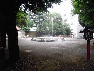 花園神社の広場