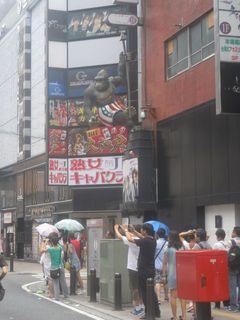 歌舞伎町にあるゴリラのオブジェ