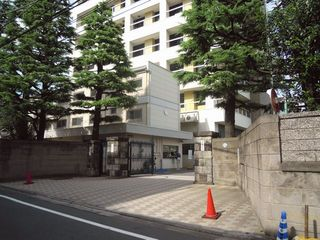 東京医大の校門