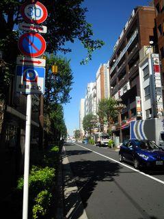 西武新宿駅前の通り
