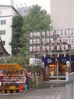 花園神社の二の酉前夜祭の光景