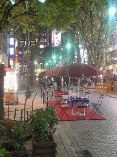 モア4番街のオープンカフェ